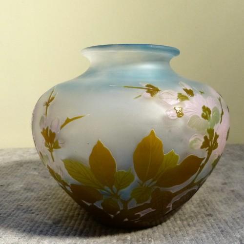 20th century - Emile Gallé - Japanese ball vase with apple tree flowers