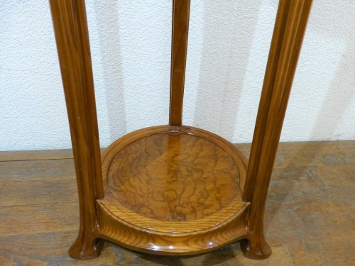 Art nouveau - Ecole de Nancy, Art nouveau pedestal table in Tamo