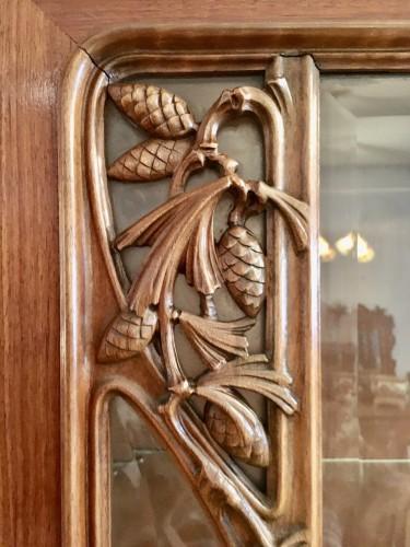 Louis Majorelle, Art Nouveau pine apple display cabinet - Art nouveau