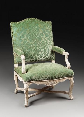 18th century - An elegant laquered Regence armchair
