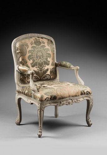 An early Louis XV pair of armchairs