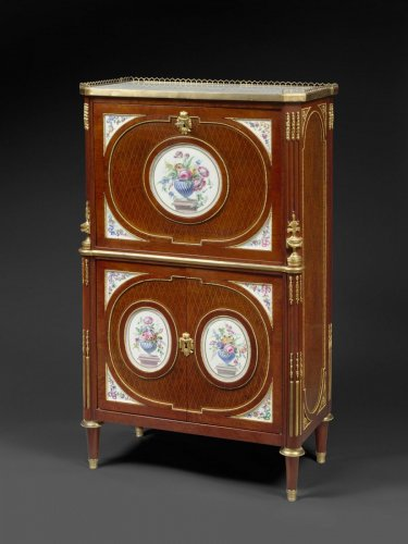 A Fine French ormolu and porcelain-mounted mahogany secrétaire à abattant - Louis XVI