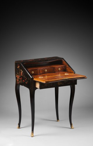 A Louis XV ormolu mounted vernis Martin bureau en pente - Furniture Style Louis XV