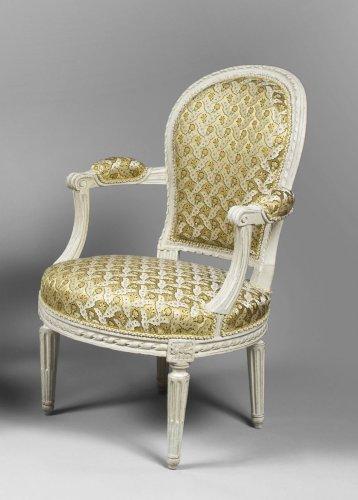 18th century - A pair of Louis XVI white-painted fauteuils en cabriolet
