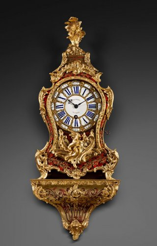 Louis XV - A Louis XV ormolu-mounted tortoise-shell cartel clock and bracket