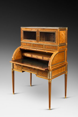 A rare Louis XVI ormolu-mounted lime wood and amaranth bureau cylindre - Furniture Style Louis XVI