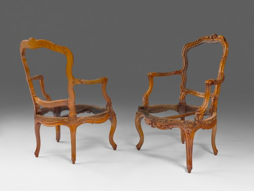 A pair of Louis XV walnut armchairs attributed to P. Nogaret - Seating Style Louis XV