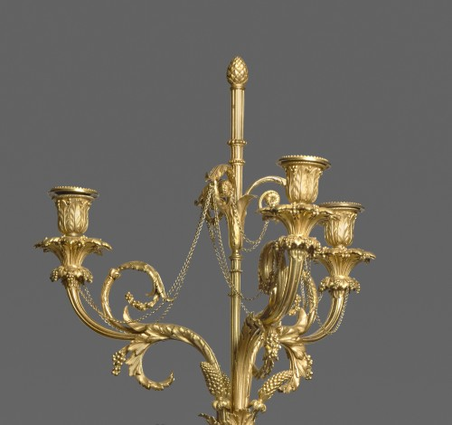Louis XVI - A pair of Louis XVI ormolu and patinated bronze three-lights candelabras