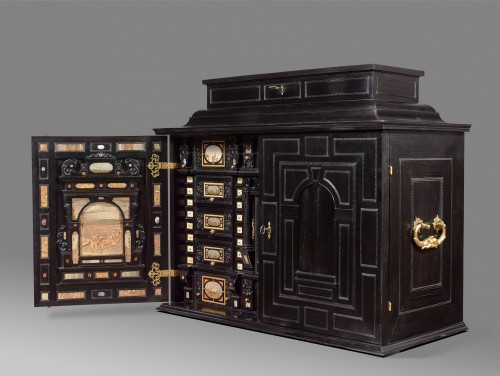 17th century - A rare 17th Century  south German (Augsburg) ebony table - cabinet
