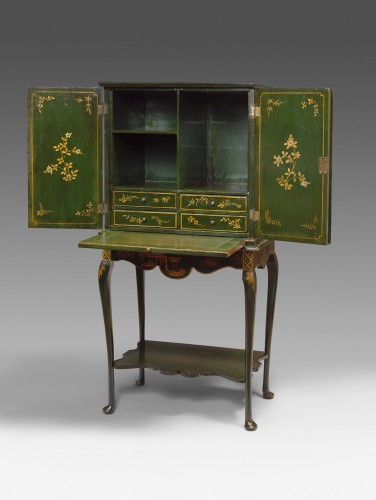 English cabinet (18th Century) - Furniture Style