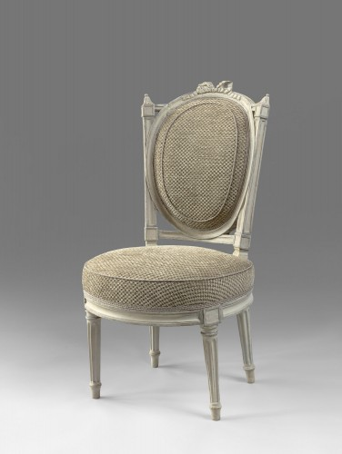 An elegant pair of Louis XVI grey-painted chairs - Seating Style Louis XVI