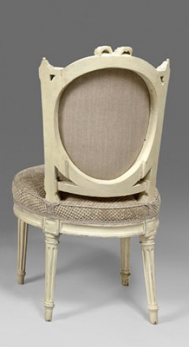 Seating  - An elegant pair of Louis XVI grey-painted chairs