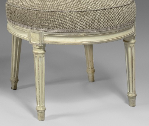 18th century - An elegant pair of Louis XVI grey-painted chairs