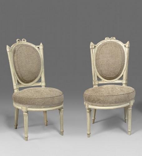 An elegant pair of Louis XVI grey-painted chairs - Louis XVI