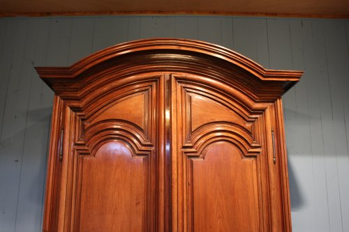 French 18th century cabinet in solid walnut - Furniture Style Louis XV