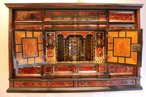 Cabinet from Antwerp in tortoiseshell scales circa 1650 - Furniture Style Louis XIV