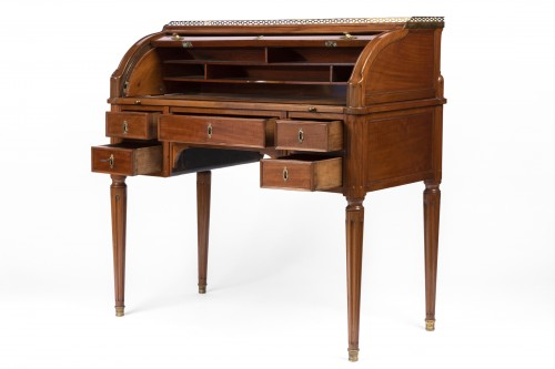 Cylinder desk from the Louis XVI period -