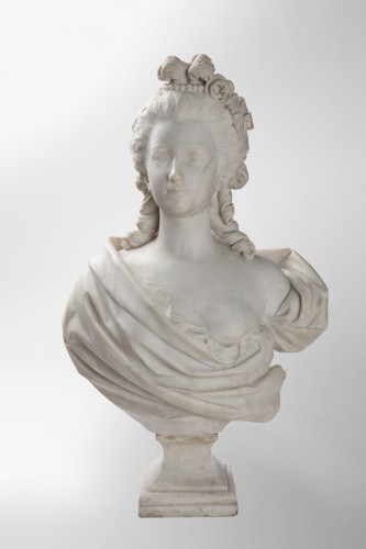 Sculpture  - Bust of woman in white marble of carrara