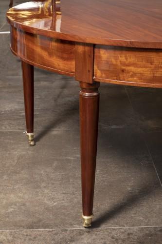Mahogany dining table, Louis XVI period - Furniture Style Louis XVI
