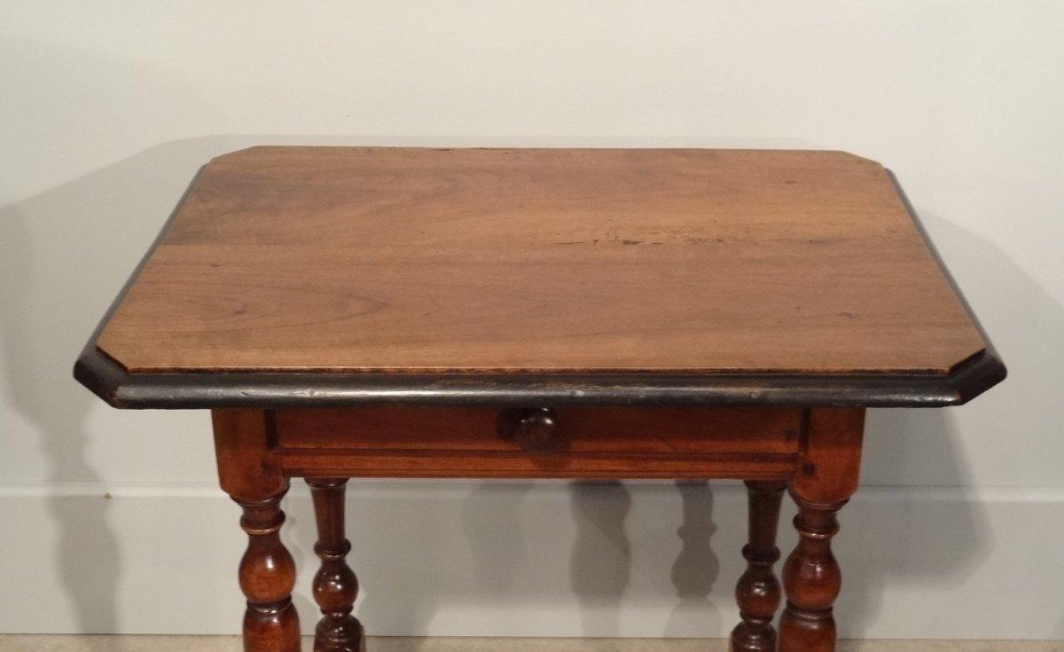 petite table louis xiii en noyer d 39 poque xviie xviie si cle. Black Bedroom Furniture Sets. Home Design Ideas