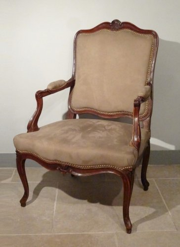 Louis XV - Louis XV armchair in walnut carved and molded 18th century
