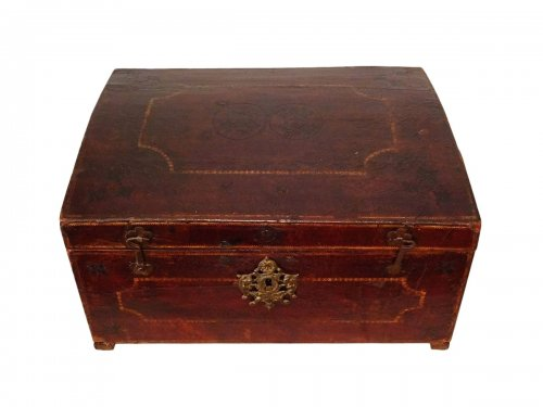 Chest 18th century wood and leather