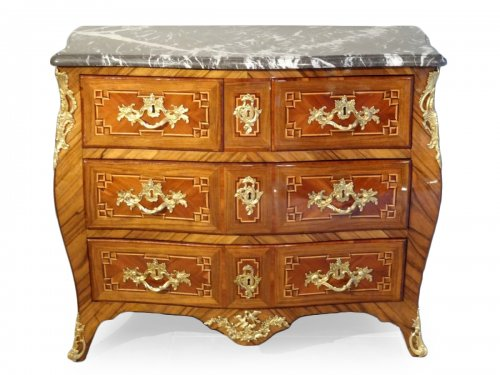 Small Louis XV 18th century chest of drawers