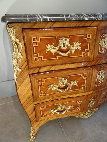Small Louis XV 18th century chest of drawers -