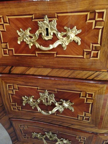 18th century - Small Louis XV 18th century chest of drawers