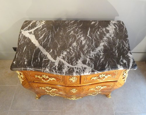Louis XV - Small Louis XV 18th century chest of drawers