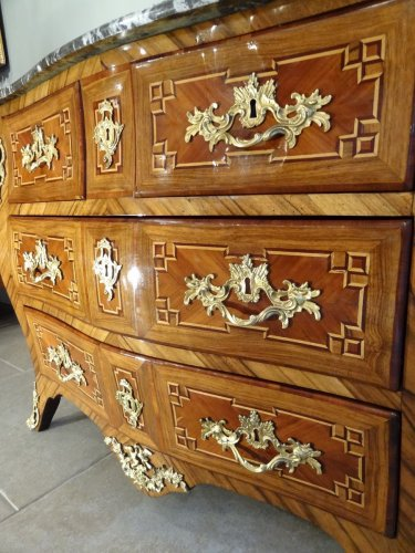 Antiquités - Small Louis XV 18th century chest of drawers