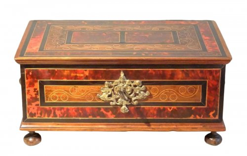 Chest in marquetry of scale 17th century