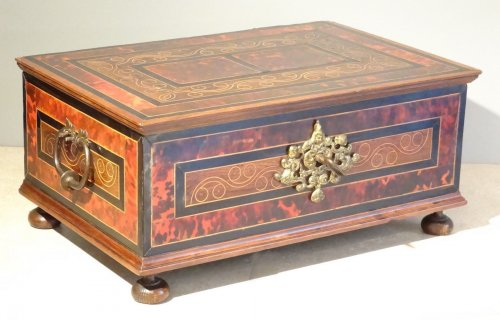 Furniture  - Chest in marquetry of scale 17th century