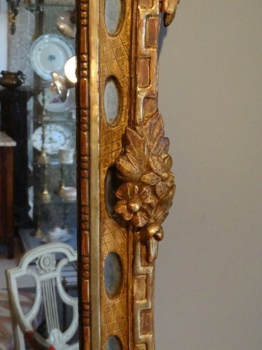 18th century - Mirror Louis XVI with parceloses in gilded wood 18th century