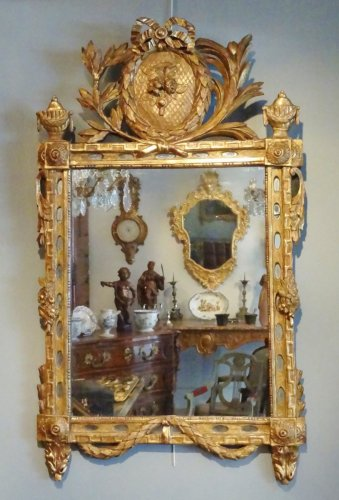 Louis XVI - Mirror Louis XVI with parceloses in gilded wood 18th century