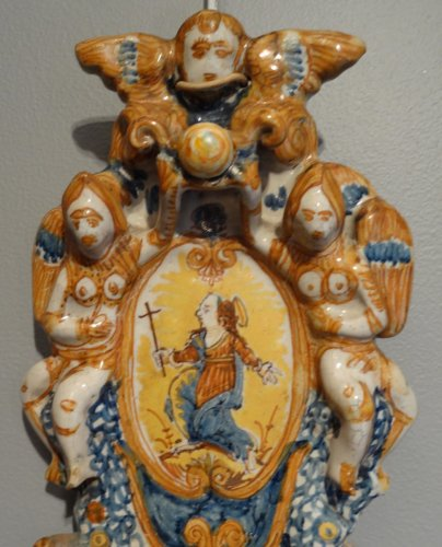 Italian polychrome faience holy font 17th century - Porcelain & Faience Style Louis XIV