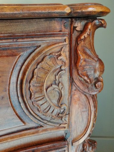 French Louis XV Chest of drawers from Lyon -