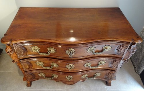 Louis XV - French Louis XV Chest of drawers from Lyon
