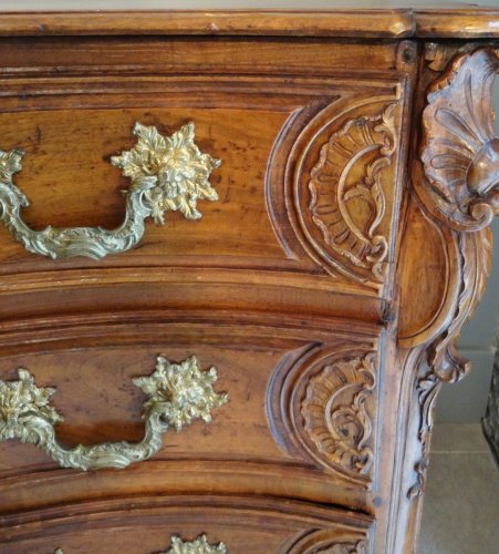 Antiquités - French Louis XV Chest of drawers from Lyon