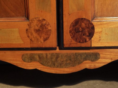 French Louis XV Bookcase by J-F. Hache (stamp and label) circa 1763 - Louis XV