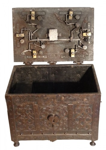 Wrought iron and engraved box 17th century