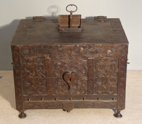 Wrought iron and engraved box 17th century - Curiosities Style Louis XIV