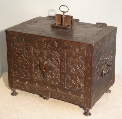 Wrought iron and engraved box 17th century -