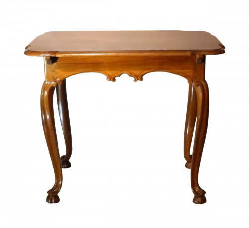 Louis XV walnut table 18th century