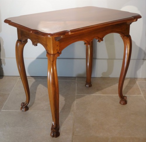 Louis XV walnut table 18th century - Furniture Style Louis XV
