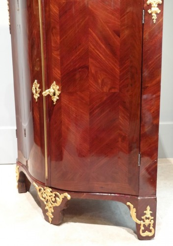 French Louis XV corner cabinet - Furniture Style Louis XV