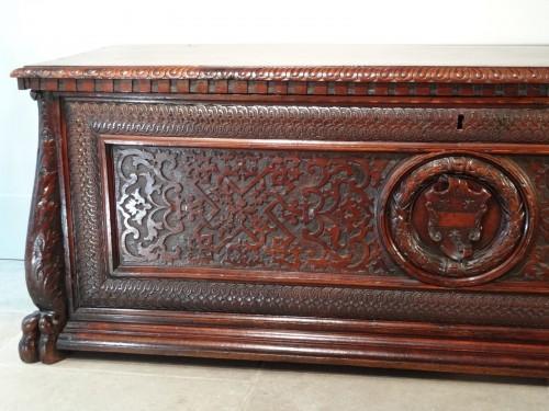 Italian Coffre / Cassone Florentine In Walnut 16th Century - Furniture Style Renaissance