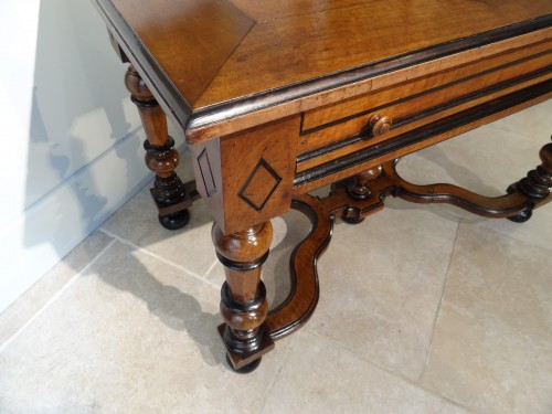 17th century - French Louis XIV Table  Desk in walnut of the late 17th Century