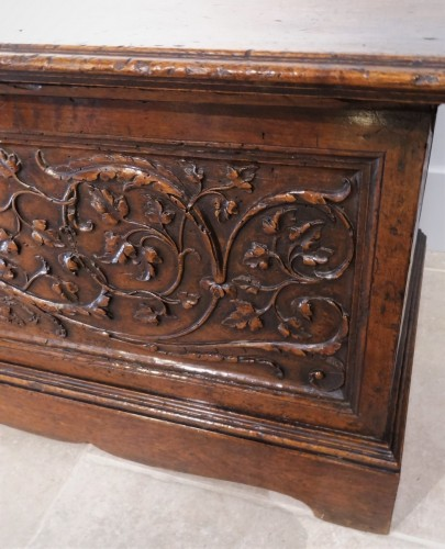 16th century - 16th Century Italian Renaissance Walnut Chest Late