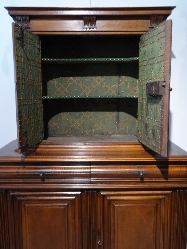 16th century - Sideboard / Cabinet Renaissance Walnut Period Late 16th Century